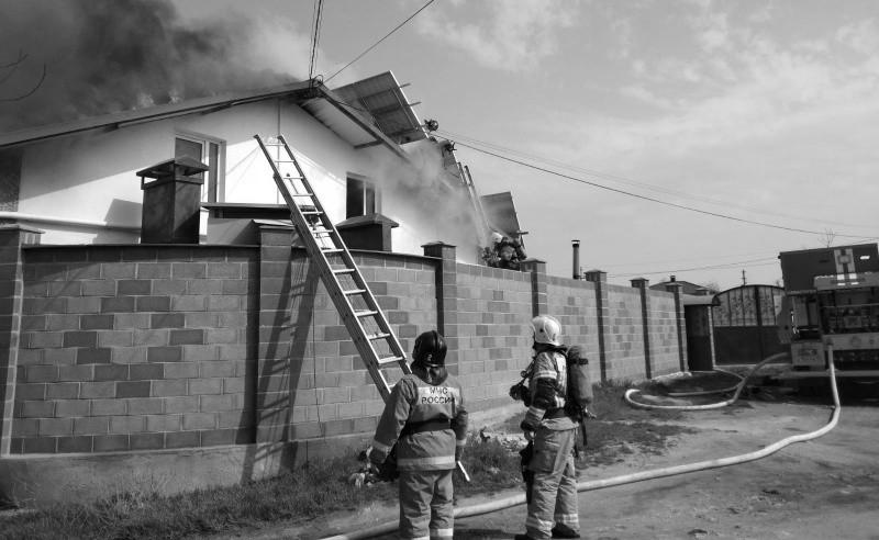 В Севастополе произошел пожар в частном двухэтажном доме