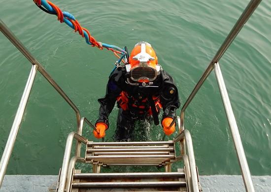 Водолазы Черноморского флота проводят тренировки на глубине 30 метров