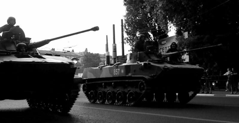 В Симферополь передислоцировали военную технику для парада Победы
