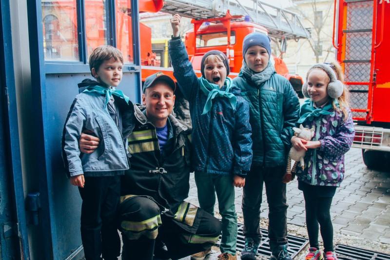 Первоклашки познакомились с работой севастопольских спасателей МЧС
