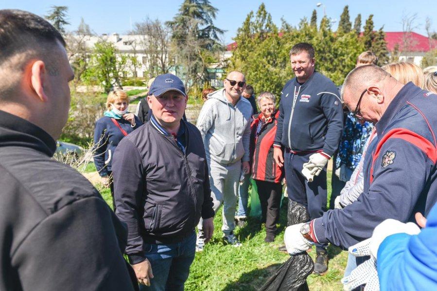Во Всероссийском субботнике в Севастополе приняли участие более 2000 человек
