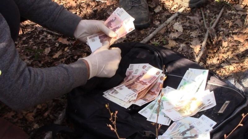 В Севастополе задержали сбытчиков поддельных денег