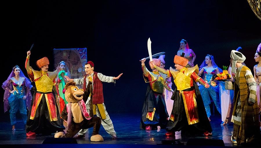 В Севастополе показали семейный спектакль-мюзикл «Аладдин»