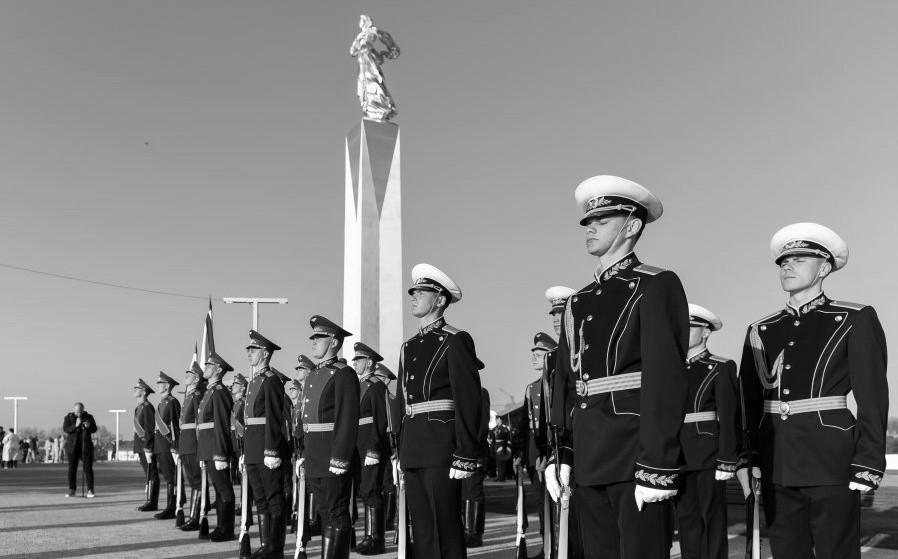 В Севастополе открыли памятник, посвященный 100-летию окончания Гражданской войны в России