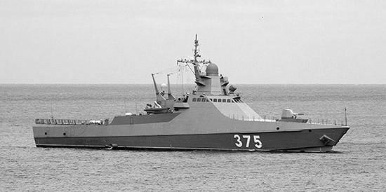 Патрульный корабль «Дмитрий Рогачёв» проходит пролив Босфор в направлении Чёрного моря