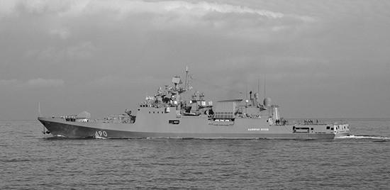 Фрегат «Адмирал Эссен» провёл артиллерийские стрельбы по береговым целям в Крыму