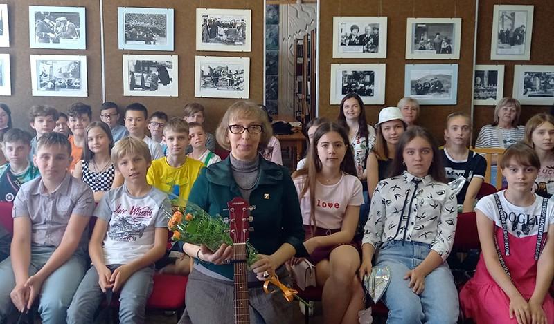 Севастопольские школьники встретились с писательницей Ольгой Уманской