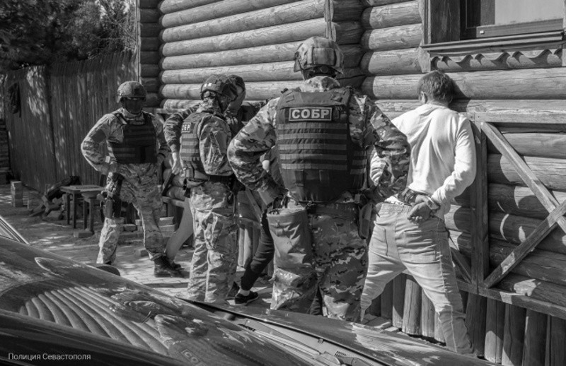 Севастопольские полицейские задержали подозреваемых в квартирных кражах