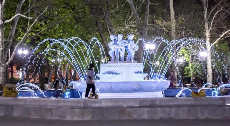В парках и скверах Севастополя начинают работу фонтаны