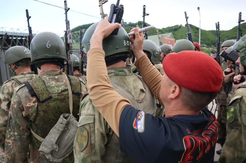 Крымские росгвардейцы сдали нормативы на присвоение краповых беретов