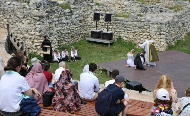 Херсонес посетили студенты из Болгарии, Сербии и Македонии