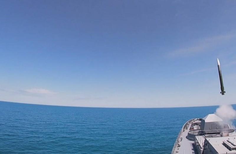 Фрегат «Адмирал Григорович» провел ракетные стрельбы в Черном море