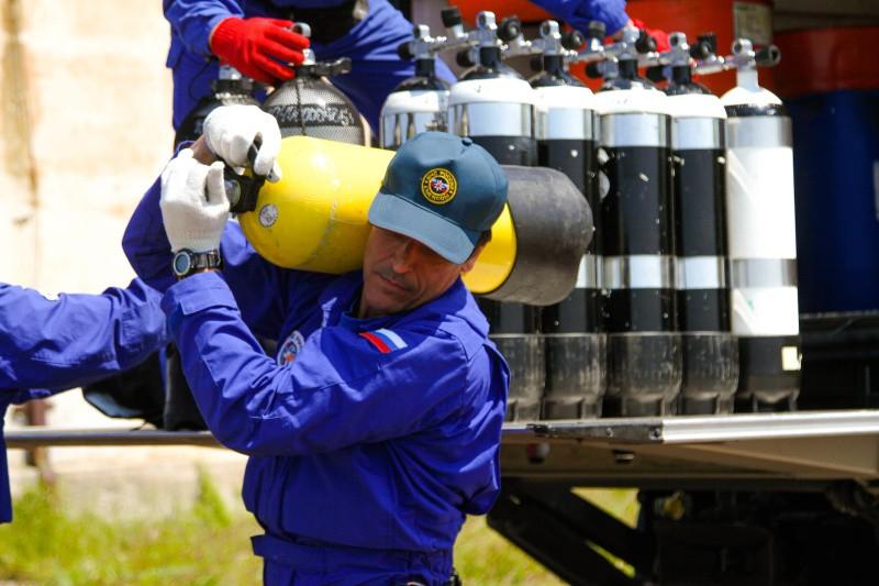 Спасатели Севастополя и Центроспаса обследуют бухту Гильзовая
