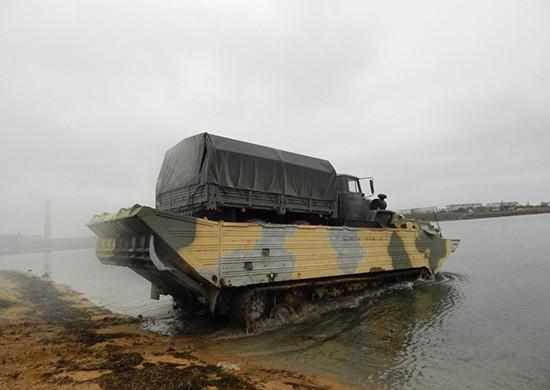 В Крыму у военнослужащих прошло учение по форсированию водной преграды