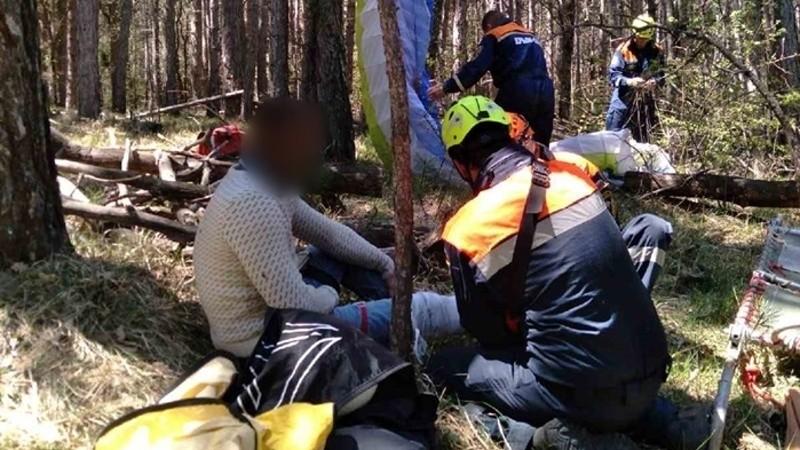 Парапланерист из Севастополя не справился с управлением и упал в лес
