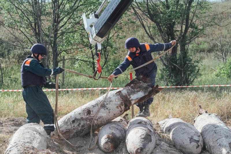 Севастопольские пиротехники МЧС уничтожили сразу 37 бомб в Крыму