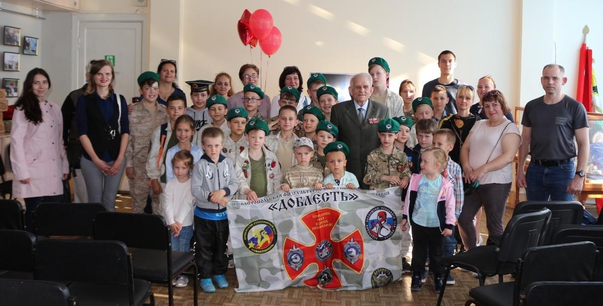 Юные рукопашники Севастополя продолжают встречаться с ветеранами