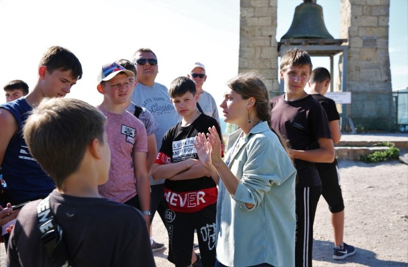 «Херсонес Таврический» посетили юные футболисты из ЛНР