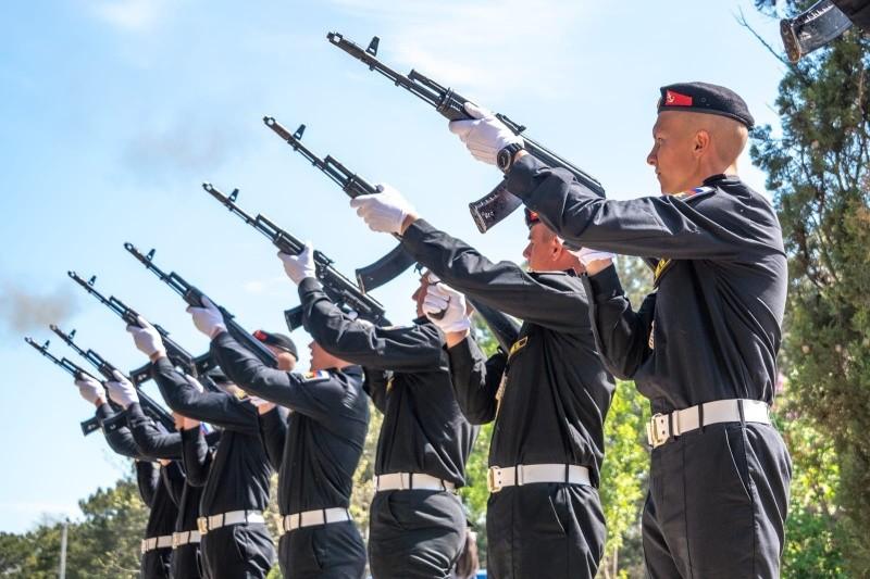 В Севастополе состоялась церемония захоронения останков бойцов