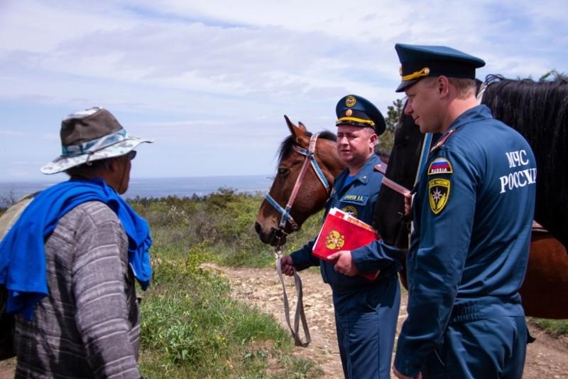 В Крыму сотрудники МЧС и казаки проводят совместные конные рейды