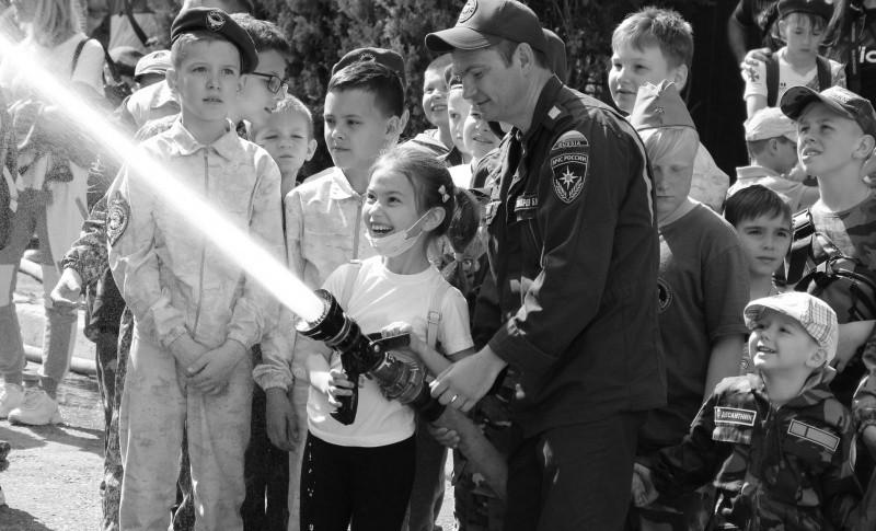 Юные рукопашники Севастополя познакомились с работой пожарных