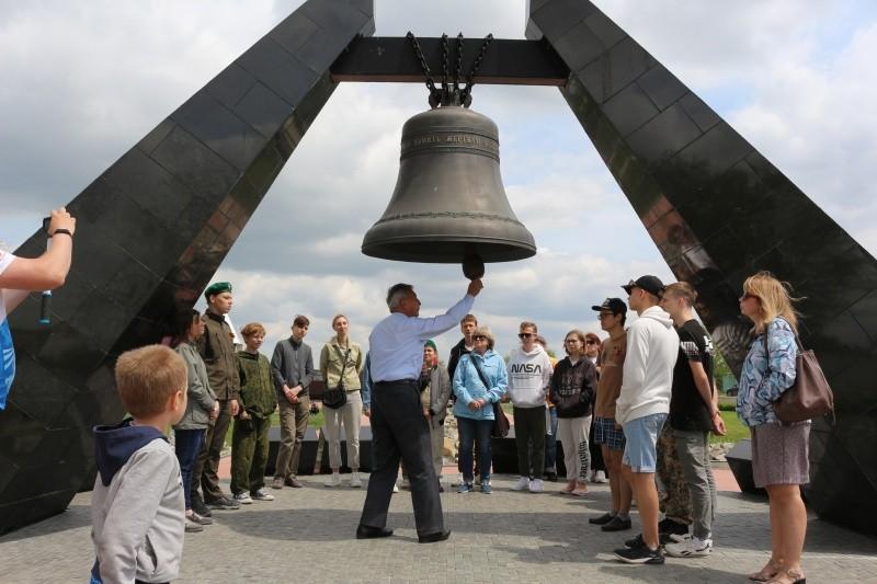 Воспитанники батарейной школы посетили мемориальный комплекс «Концлагерь «Красный»