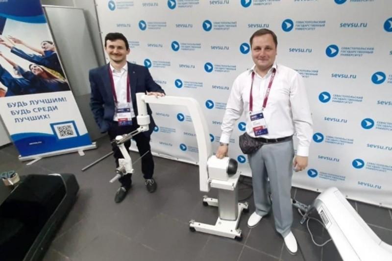 В Севастополе представили общественности робота-хирурга