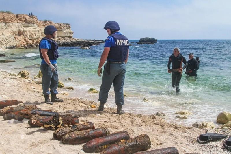 243 взрывоопасных предмета обнаружили на дне бухты Гильзовая в Севастополе