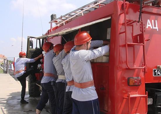 В Севастополе стартовали соревнования среди военных пожарных