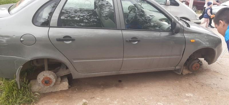 В Севастополе задержали подозреваемого в кражах автомобильных колес