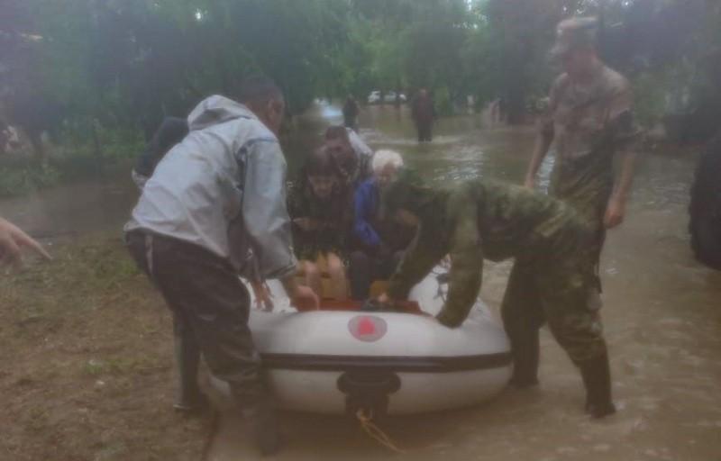 Росгвардия оказывает помощь пострадавшим в Керчи