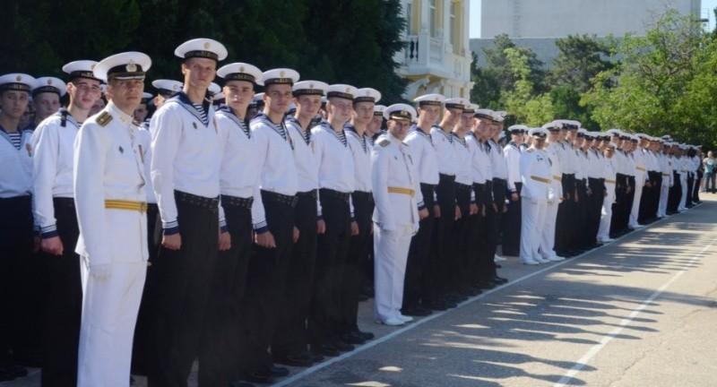В Черноморском ВВМУ имени Нахимова прошел выпуск офицеров и мичманов