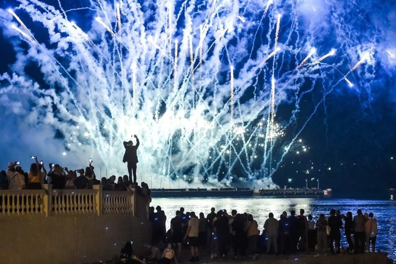 В честь Дня России в Севастополе прошло свето-пиротехническое шоу