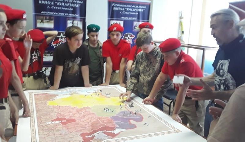 Юные севастопольцы сыграли в патриотическую игру «Противостояние»