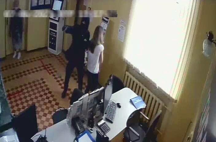 В Крыму разыскивают подозреваемого в разбойном нападении на отделение банка