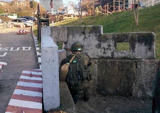 В Симферополе отразили нападение условных диверсантов на военный госпиталь