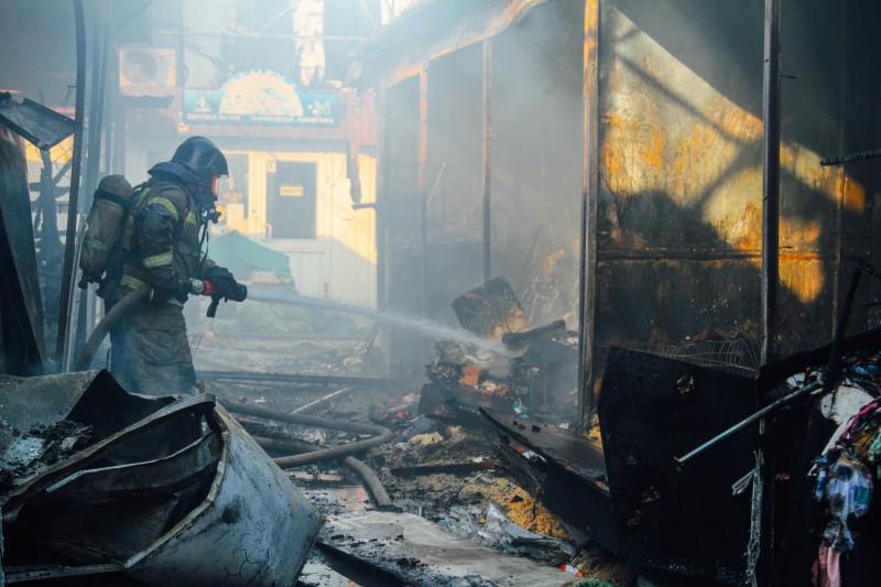 В Севастополе произошел пожар на Шевченковском рынке