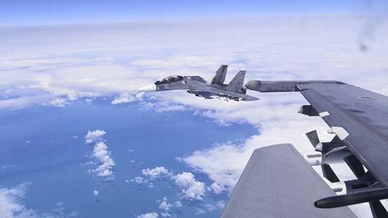 Над Черным морем прошли учебно-боевые полеты самолетов