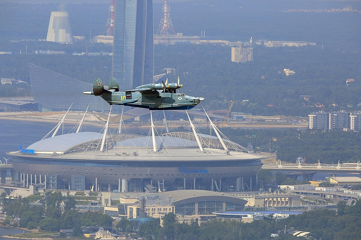 Экипажи самолетов и вертолетов вернулись из Санкт-Петербурга в Крым после участия в Главном параде ВМФ