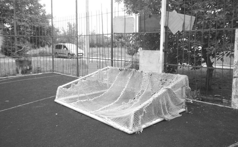 В Крыму под упавшими футбольными воротами погиб ребенок