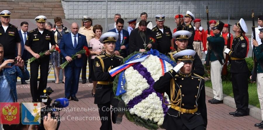 В Севастополе прошли мероприятия, посвященные годовщине со дня рождения адмирала Нахимова