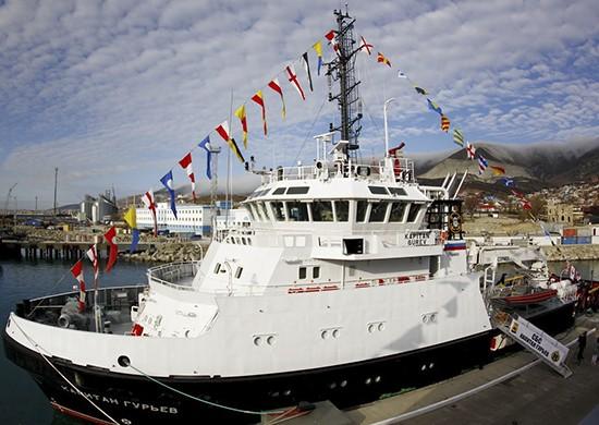 Спасательное судно Черноморского флота «Капитан Гурьев» совершает переход в Оманский залив