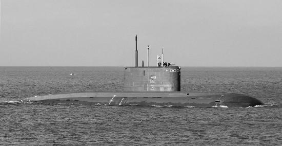 Экипаж подводной лодки «Колпино» провел учение по покладке на грунт
