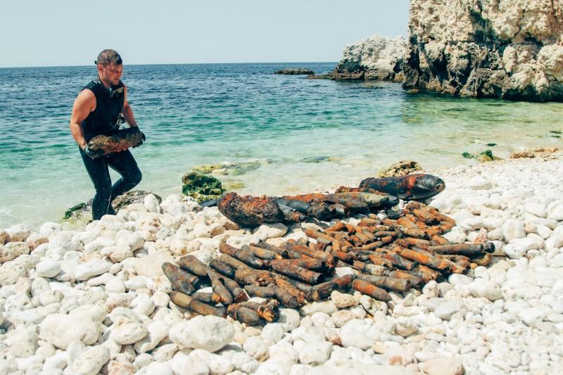 247 боеприпасов подняли со дна бухты Гильзовая в Севастополе
