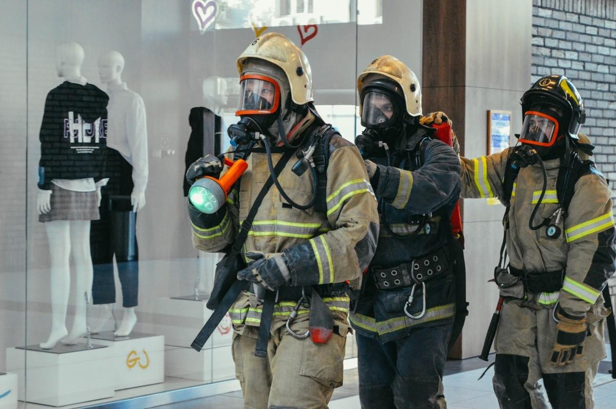 В Севастополе прошло масштабное учение МЧС в крупном торговом центре