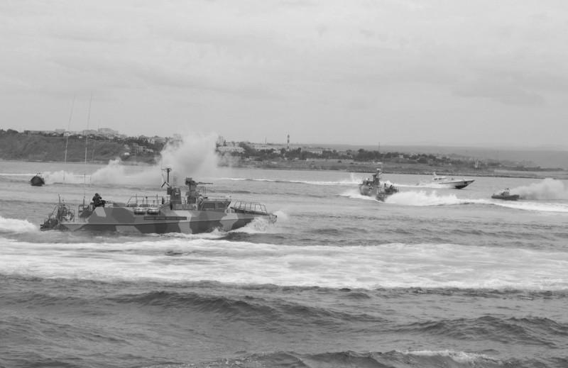 Экипажи быстроходных катеров уничтожили условного противника в Черном море