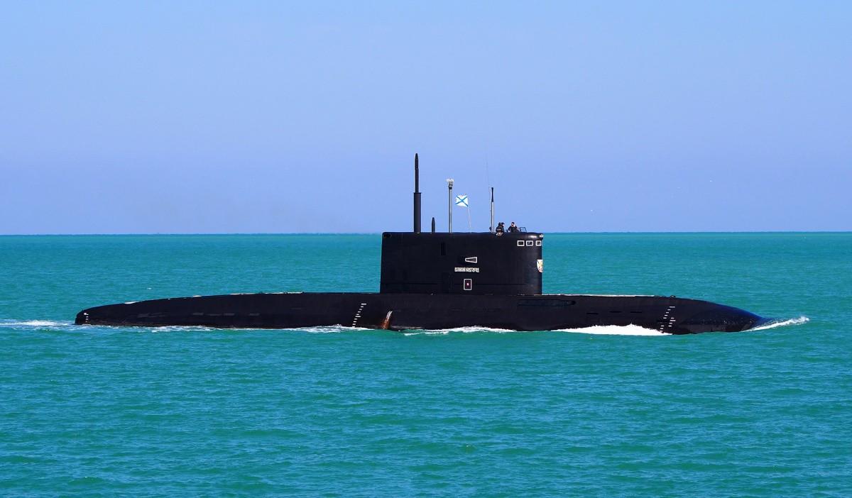 Подводные лодки ЧФ провели учение по нанесению ракетного удара по кораблям условного противника