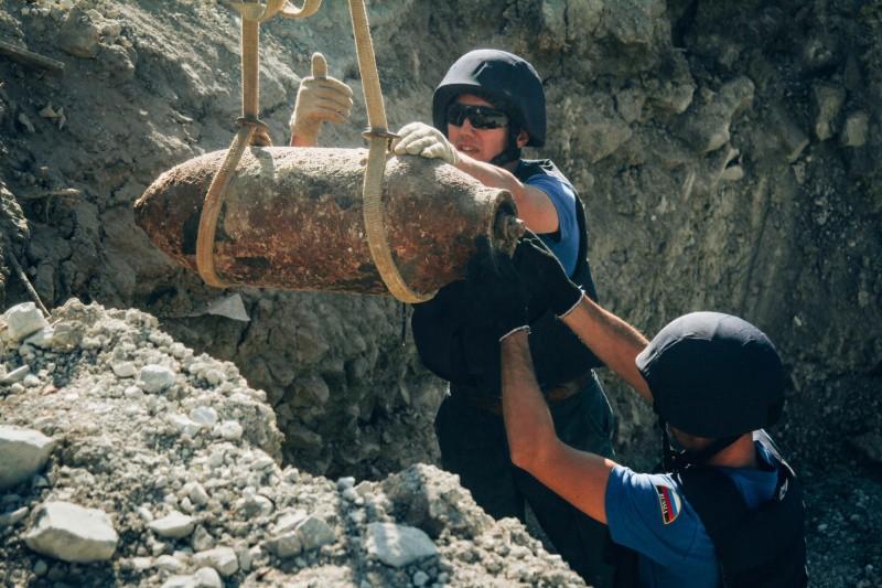 В Севастополе пиротехники МЧС одновременно уничтожили десять авиабомб