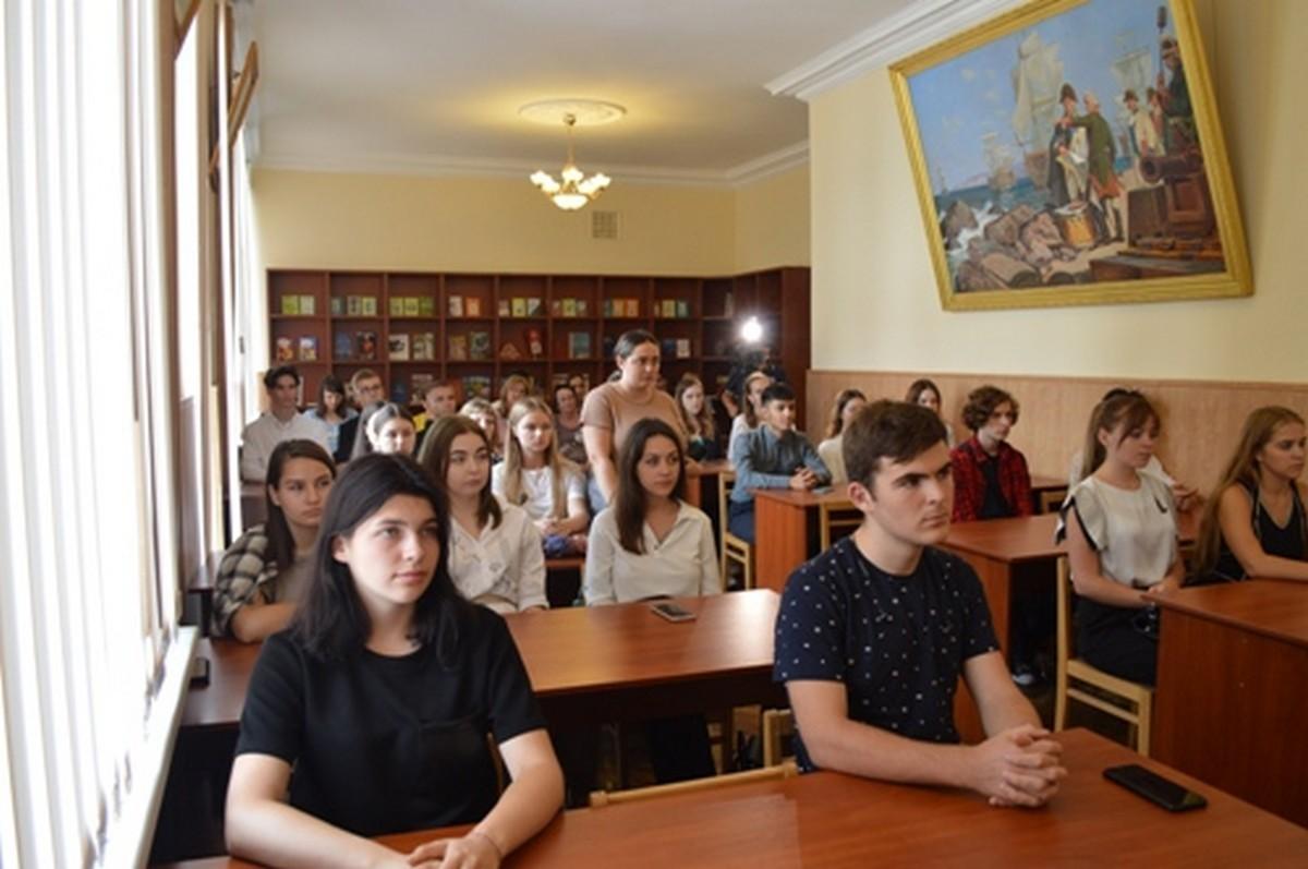 В Морской библиотеке ЧФ прошел урок по истории Севастополя