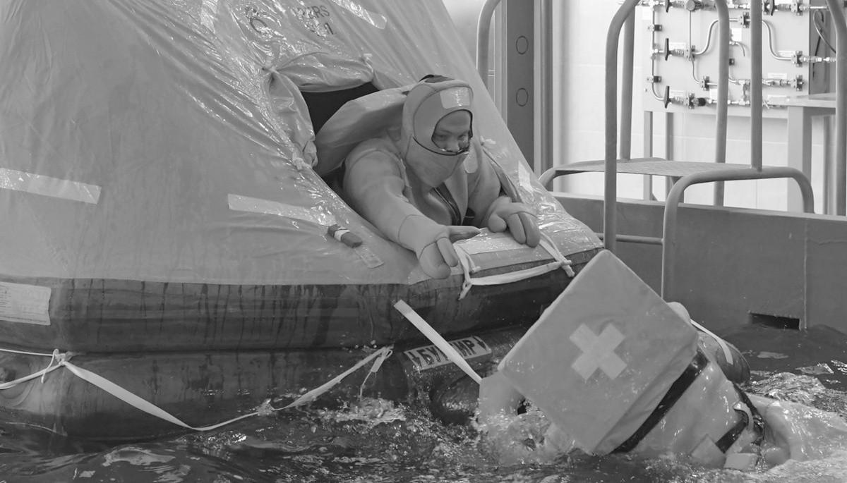 Экипаж подводной лодки «Колпино» провел тренировку по выходу из торпедного аппарата